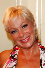 Denise Welch style over 50 image