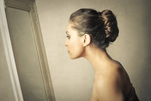 mirror and body confidence image