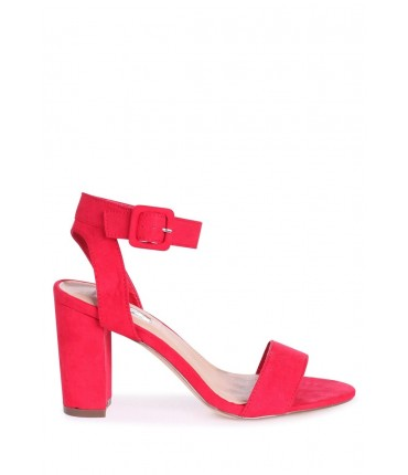 red shoe over 50 style
