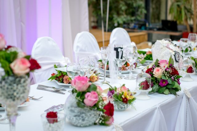 how to host a big wedding image