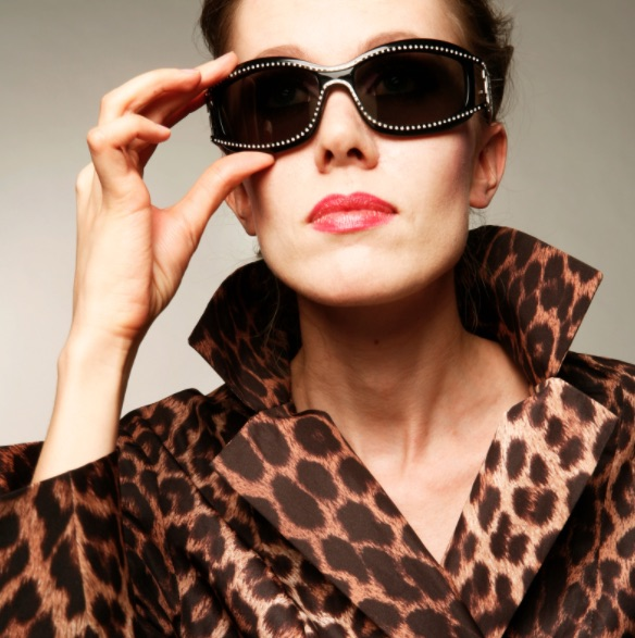 wear bold print to look fabulous over 50 image