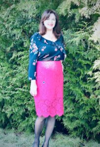 how to wear pink over 50 image