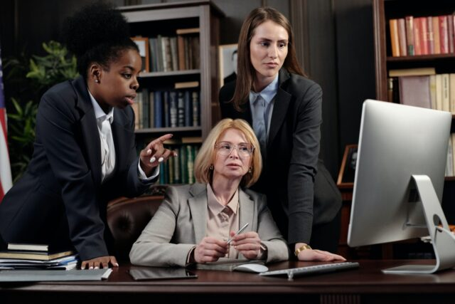 how to choose the best lawyer image
